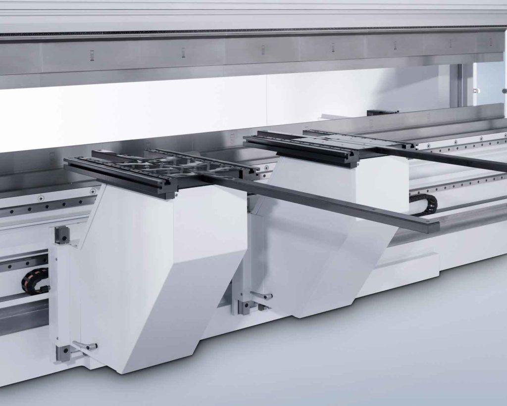Bockhjälp När man arbetar med mycket stora och tunga komponenter, erbjuder TRUMPF, förutom standardbockhjälp och uppläggningskonsoler, särskilt tunga versioner som kan bära upp till 300 kg.