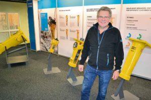 Produktionsutvecklingschef Hans Frost visar stolt upp världsledande produkter från Kalmar.