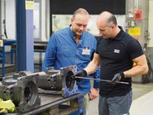 Kim och Denis inspekterar den Solida HM pipborren som används till Hammarkropparna.