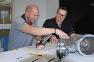 Bosse Pettersson och Geir Jensen arbetar bägge som inne tekniker och kundsupport. Båda har lång erfarenhet av att arbeta i produktionen och man fungerar som ett bollplank mellan Collys säljare och tillverkarens konstruktionsavdelning, allt för att kunden skall få bästa verktygslösningen för just sin applikation.