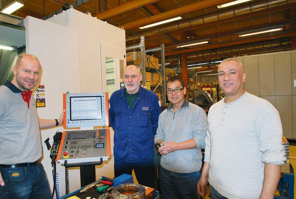 På bilden ser vi, Bosse Pettersson Colly Verkstadsteknik tillsammans med Janos Konyhas, Ali Araar och Chai Chew från System 3R.