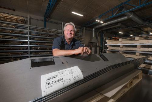 Entreprenören Hans Johanssons företag Alfing förädlar årligen 3.500 ton plåt.
