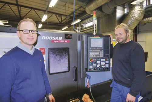 Jimmy Kaukinen maskinsäljare Duroc Machine Tools och Peter Jonsson tekniker produktion.
