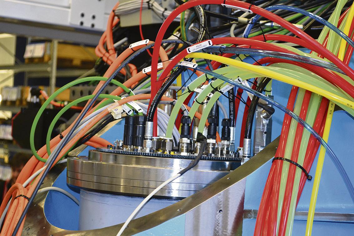 Alla maskiner är framtagna av Percy och David Modig. Under konstruktionen är de med och petar i detaljer för att maskinen ska nå önskvärt resultat.