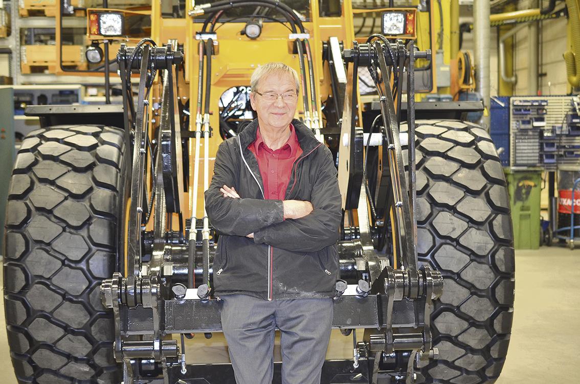 1983 byggde Rune Andersson sin första egenkonstruerade hjullastare på gården utanför Ljungby. Drömmen som levt med honom sedan ungdomen hade äntligen gått i uppfyllelse. Ljungby Maskin har sedan företaget grundades fokuserat på tillverkning av hjullastare och har genom åren utvecklat maskinerna med hänsyn till förarens bekvämlighet och prestandakrav. – Den senaste utvecklingen som vi gjort av våra maskiner har inneburit att vi idag kan erbjuda en hjullastare med mindre vändradie och bättre sikt vilket självklart är väldigt gynnsamt för föraren, berättar Rune Andersson som är vd, grundare och ägare av Ljungby Maskin.