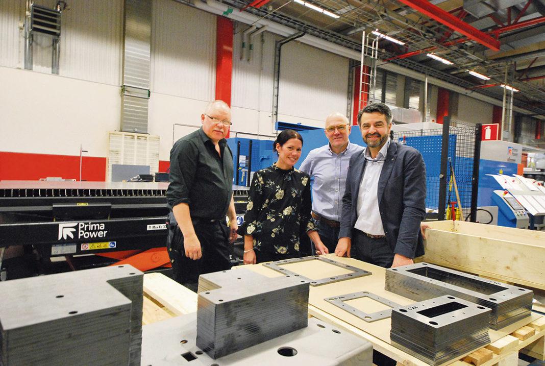 Fabrikschef Dan Andersson EAB, Anna Sveningsson servicechef Din Maskin, Per-Åke Andersson vd på EAB och Alexander Ström vd och i detta fallet också maskinsäljare på Din Maskin.