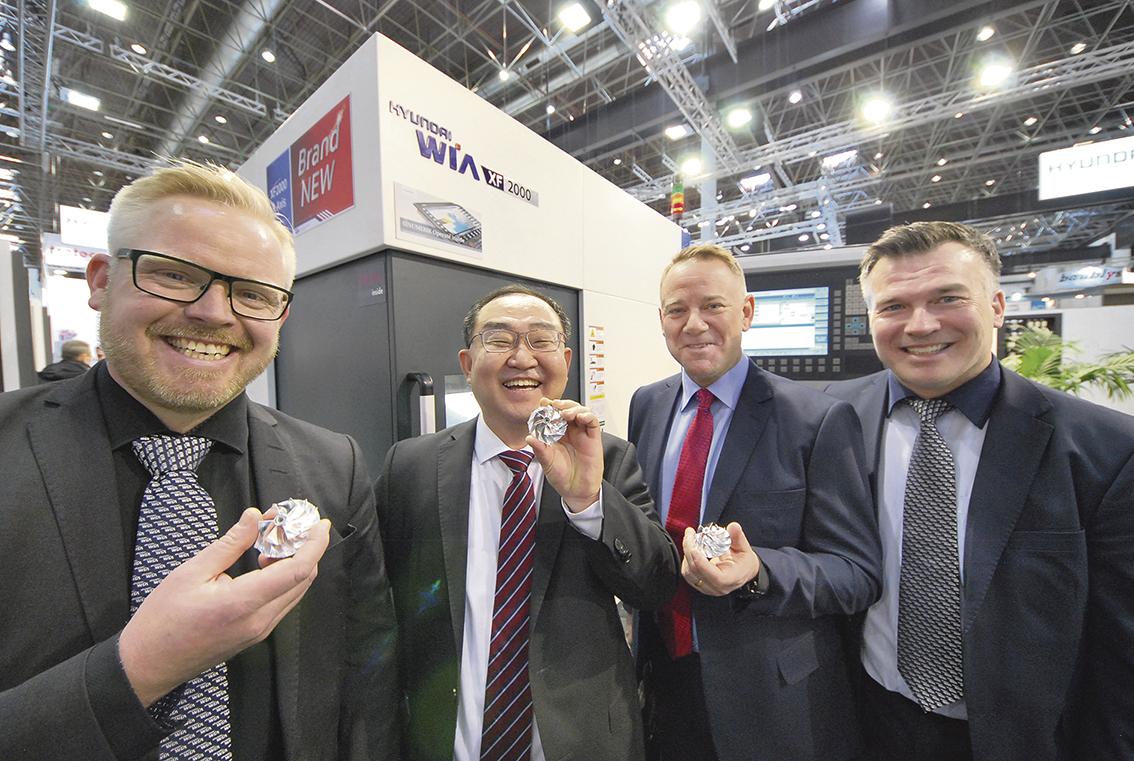 Anders Jacobsson maskinsäljare Lichron, Ickjun Yang europachef Hyundai WIA, Anders Ernér och Magnus Chronholm, försäljningschef, respektive VD Lichron. Fotot taget på METAV mässan 2018.