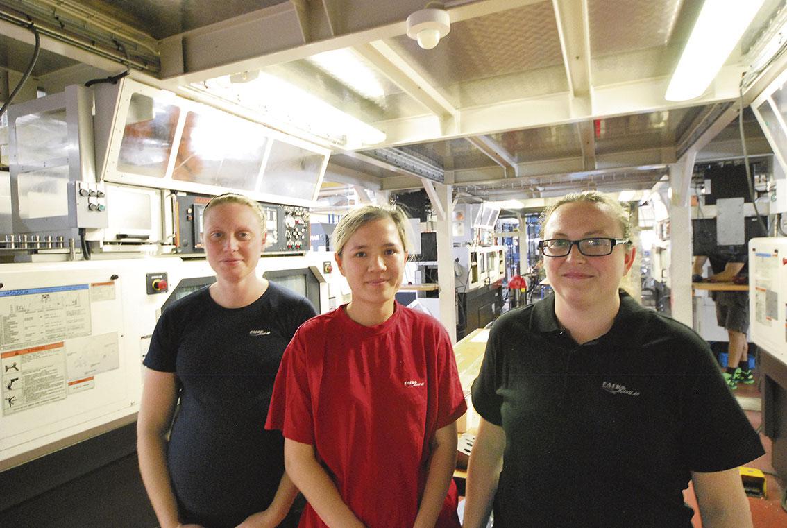Fast jobb, bra arbetstider med schyssta arbetsvillkor och en bra arbetsmiljö, tycker tjejerna på Falks Metall i Gnosjö.
