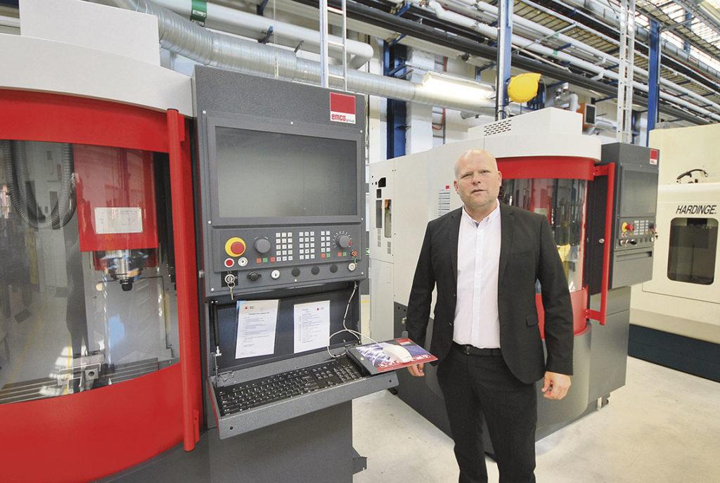 Ett företag som leverera verktygsmaskiner till industrin är Lenima som ansvarar för maskintillverkaren Emco i Sverige. På fotot ser vi Pierre Garp som arbetar som teknisk maskinsäljare på Lenima.