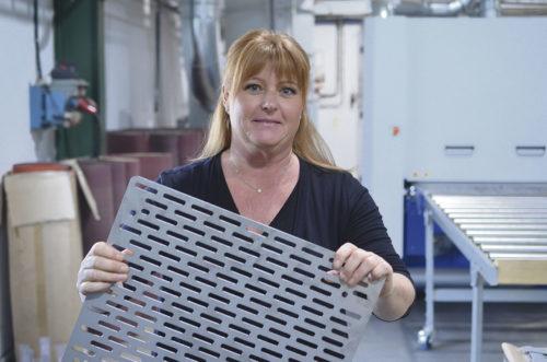 Pia Nilsson är en teknikintresserad ägare och arbetar nära produktionen.