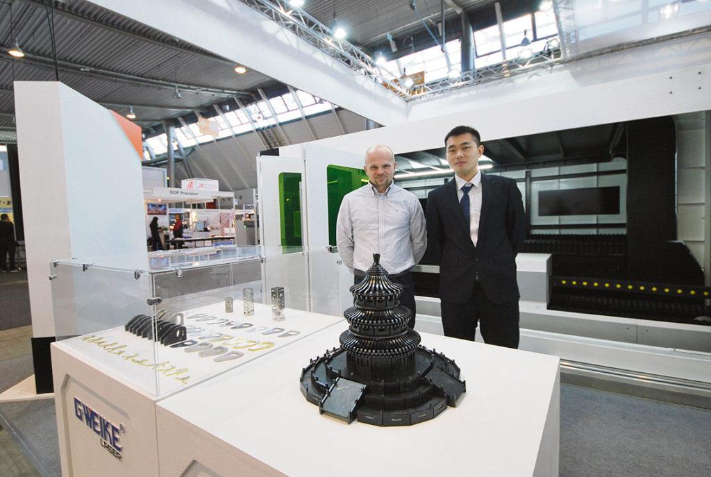 Ivan Martin på Movs AB säljer numera även han fiberlaserteknik. Kinesiska G WEIKE ställde ut på BlechExpo. – Vi har nu sålt den första maskinen i Sverige och installationen är i full gång, sa Ivan Martin.