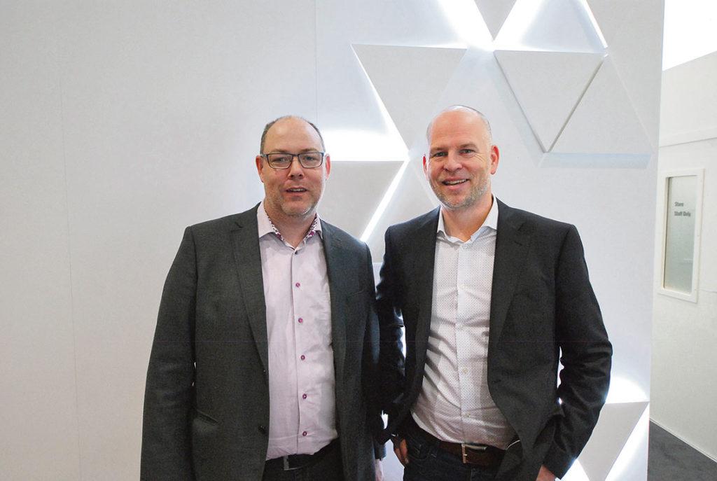 Alingsås Plåtmaskiner AB besökte mässan. Johnny Kvist och Peter Persson berättade att man har en mycket bra utveckling på företaget med god försäljning. - Vi är en leverantör av maskiner och verktyg till plåt- och ventilationsföretag. Vi är agenter och återförsäljare för maskinfabrikat som Euromac, Schechtl, Stubai, Farina, Faccin och Roundo på den svenska marknaden. - Och det går bra för oss. Vi har gått från 5 miljoner i omsättning 2014 till 42 miljoner förra räkenskapsåret, sa Johnny Kvist.
