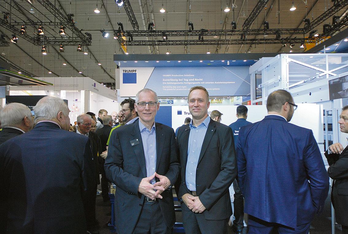 Hubert Wilbs och Anssi Jansson på mässgolvet i Stuttgart i november.