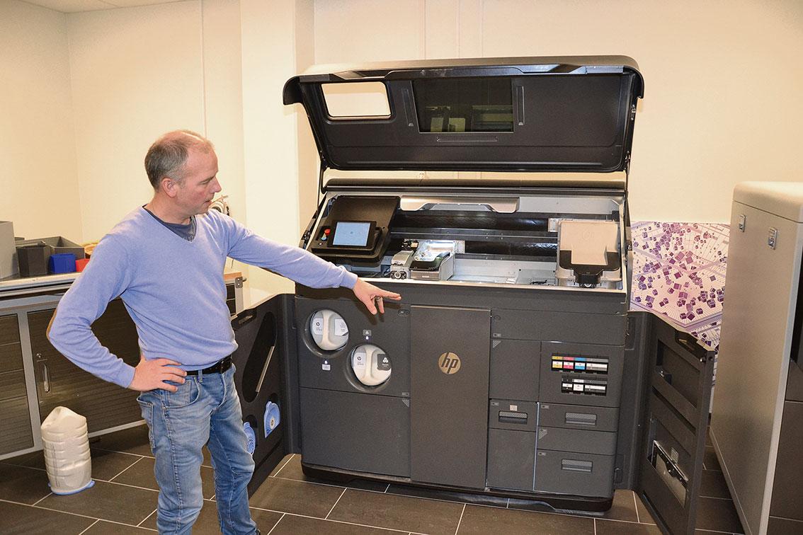 Skandinaviens största utbud av professionella 3D-skrivare finns hos 3D Center i Västervik. VD Ulf Qviberg visar upp delar av utbudet, från Jet Fusion 540, för prototypframställning och mindre produktion av slutprodukter, till…