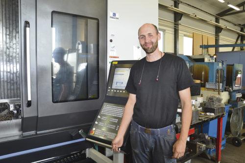 – Den nya har blivit ett stort lyft och är enkel och rolig att köra, anser maskinoperatör Henrik Fredriksson.