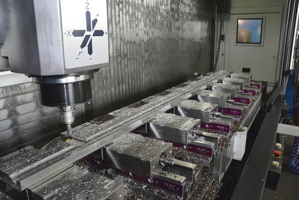 Med ett bord på 3500 millimeter gånger 870 millimeter kan Slipmekano köra stora detaljer plus att man kan köra 5-axliga detaljer upp till en meter i diameter.