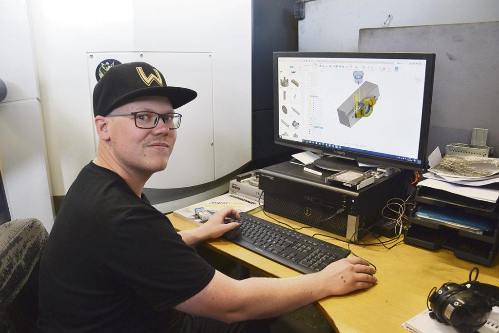 De flesta jobb skickas i PDF och 2D, och Tim Stridh ritar nya bitar i Autodesk Fusion 360. Allt sparas vilket gör att TRAMEK nu har ett bibliotek av ritningar.