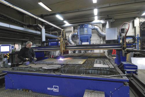 På Vislanda Mekaniska kan man göra det mesta i eget hus numera och då behöver man en skärmaskin från t.ex Messer.