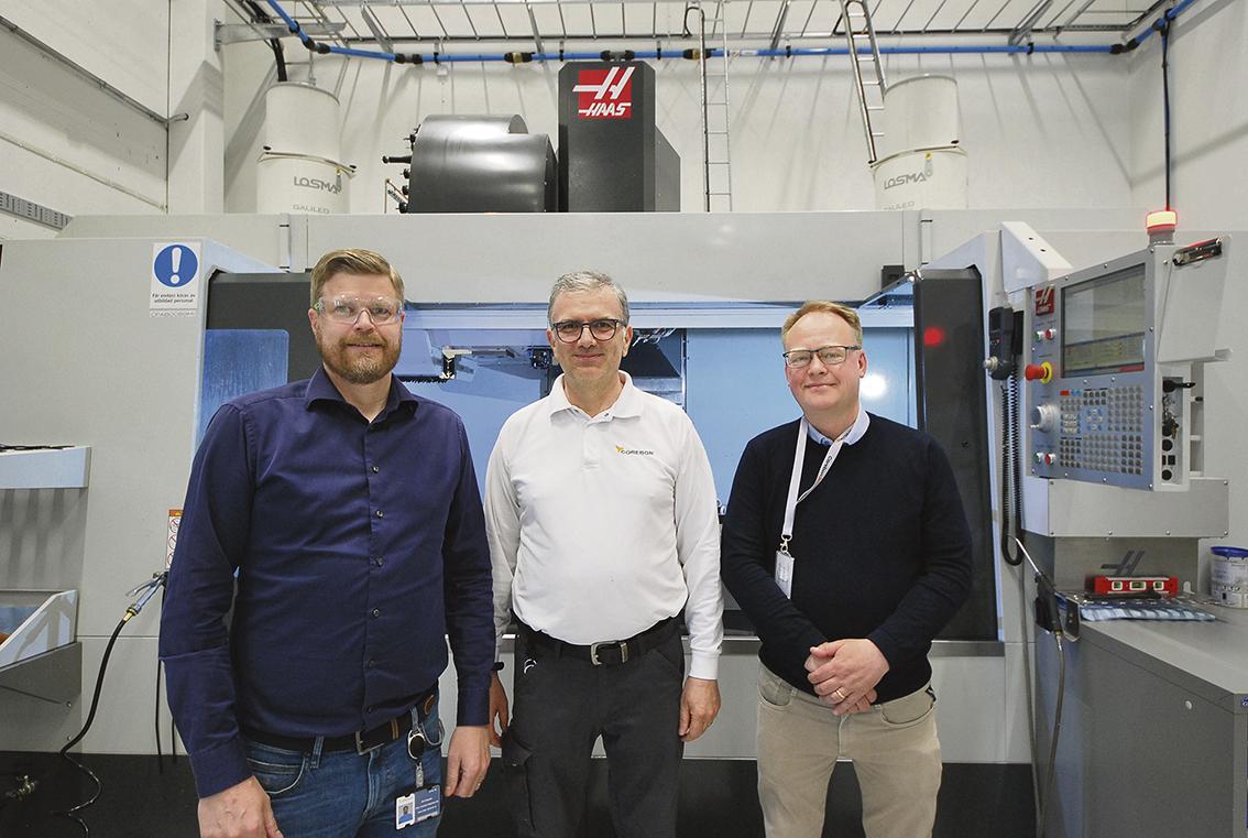 VD Erik Ringdahl, maskinoperatör/tekniker Riccardo Luzi Corebon AB och Stefan Thuresson Chuckcenter AB.