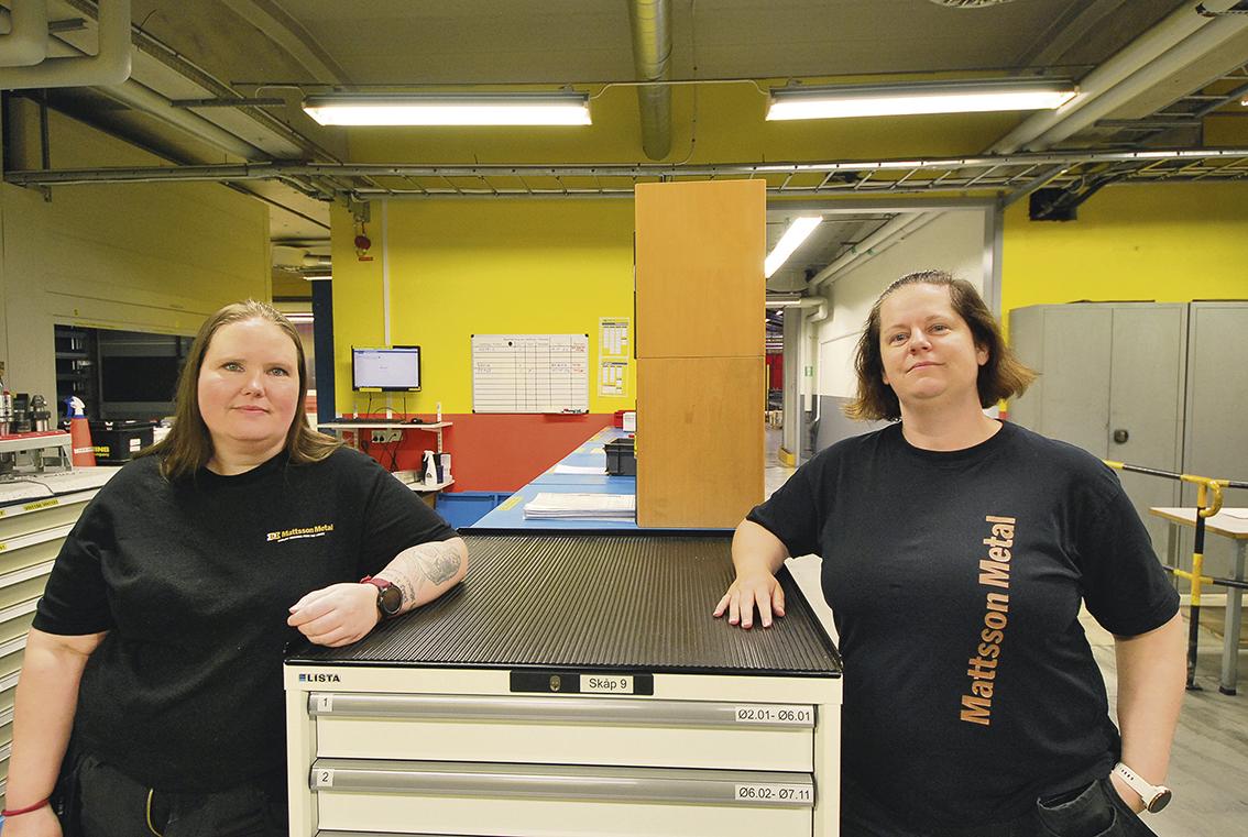Tjejer i produktionen på Mattssons i Mora – Kristina Hed verktygsansvarig och produktionsledare Maria Wikstrand.